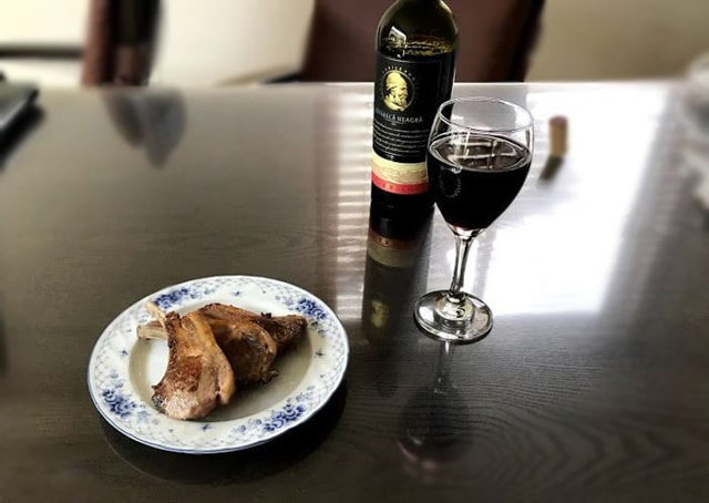 通販で買った『生ラムチョップ400g どさんこファクトリー北海道』をワインと一緒に堪能