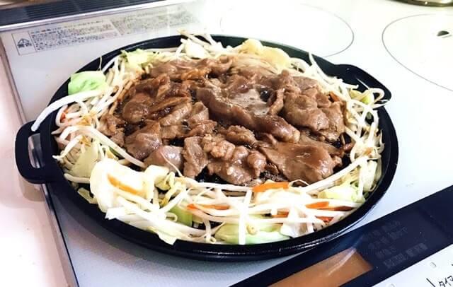 通販でお取り寄せした『最高級ラム 北海道ジンギスカン1kg』を調理