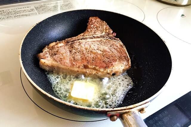 通販で買った『仔牛のTボーンステーキ』を調理