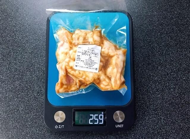 通販でお取り寄せした『牛テッチャン タレ漬けホルモン250g』を計量