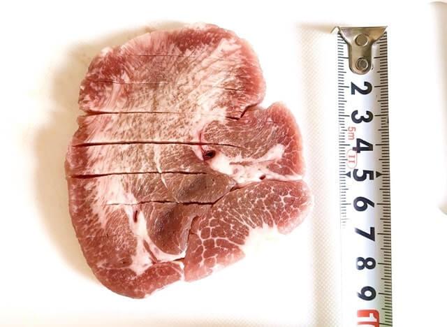 通販でお取り寄せした『カネタ プレミアム牛タン至極1kg』のサイズを測定