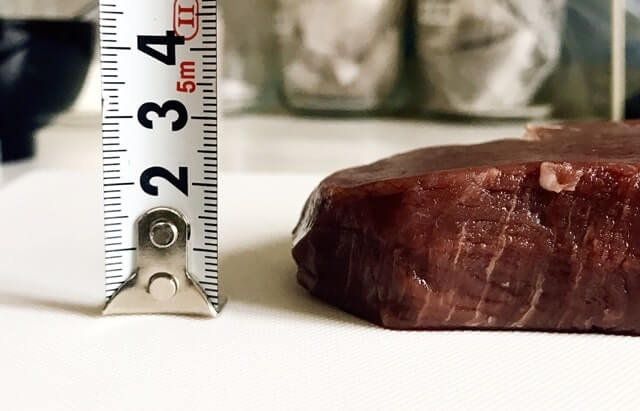 通販でお取り寄せした『米国産牛ヒレステーキ150g』のサイズを測定