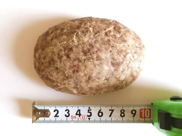肉のともるの『佐賀牛 極上合挽きハンバーグ』のサイズを測定