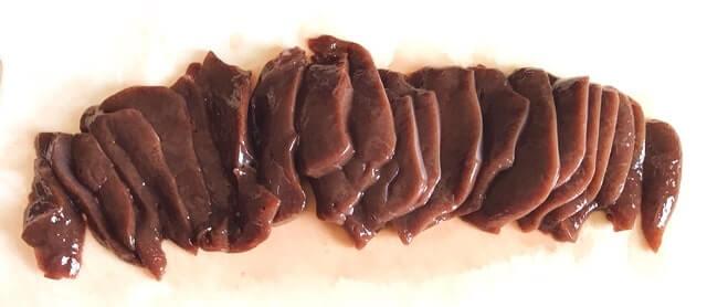 くいしんぼうグルメ便の『熊本肥育 鮮馬刺し生レバー200g』を調理