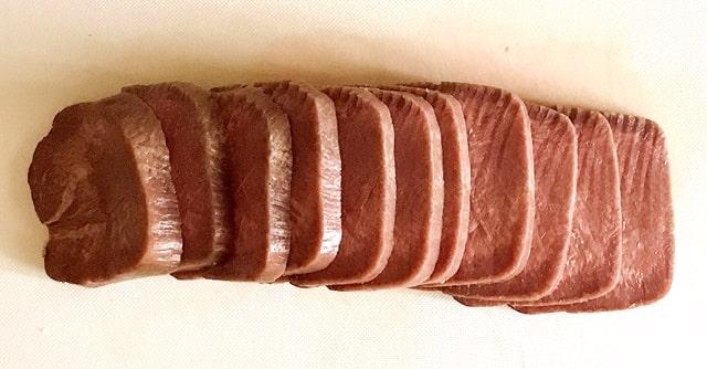 『丸ごと一本塩麹熟成牛タンブロック600g』を調理
